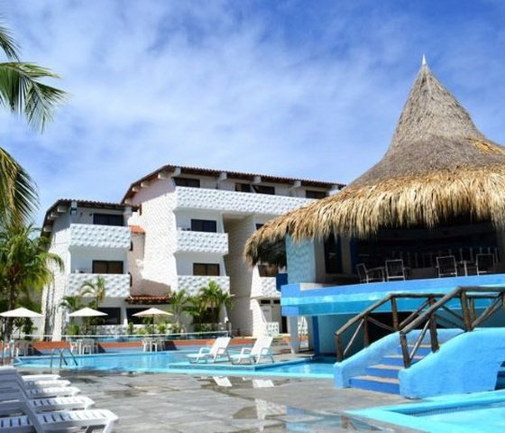With comfortable deck chairs surrounding the swimming pool. hôtel beach house puerta del sol playa el agua isla margarita